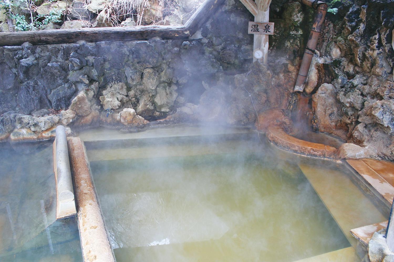源泉からじかに入れている露天風呂。旅の疲れが癒される