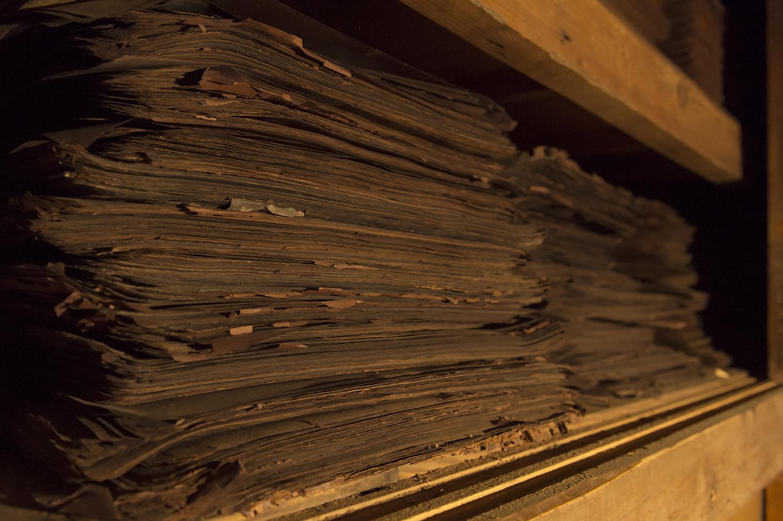 型紙部屋には過去使用された型紙がいっぱいに保存されていた。