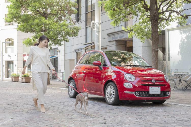 お気に入りの愛犬グッズをチンクエチェントに積み込んで、街歩きにでかけてみませんか?