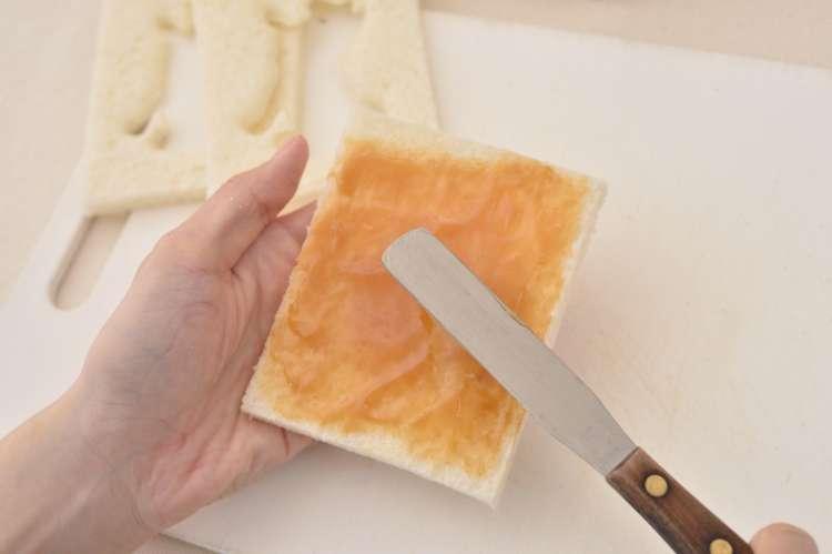 ピーナッツバターを塗れば、赤柴っぽく!