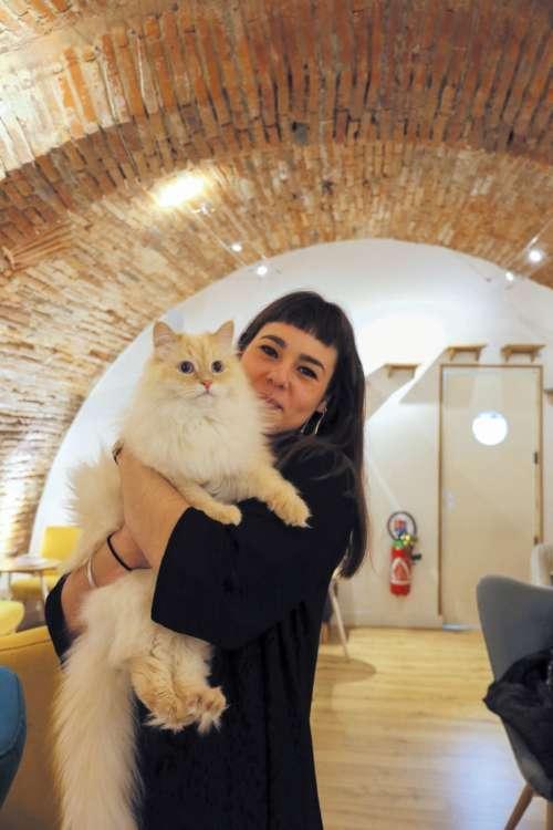 スタッフのジュスティーヌさんと、1歳のモーツァルト