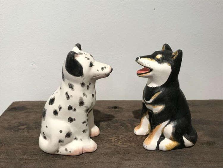 『番犬 あ•うん』を色づけしたものです。すごい! スタッフの方、本気すぎる! 犬種も越えてる! しかもかわいさ3割増し。