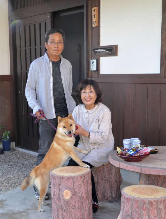 コーちゃんは山陰地方の地犬の血を受け継ぐ山陰柴犬。昔ながらの素朴な雰囲気が、実重さんの好みにもピッタリだったという。