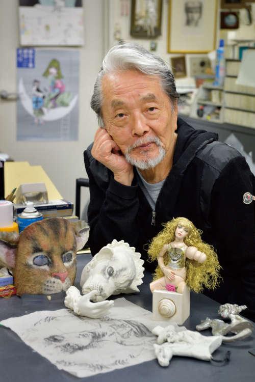 アトリエはイラストだけでなく、宇野さんが手がけた立体作品やギニョール(人形)も溢れている
