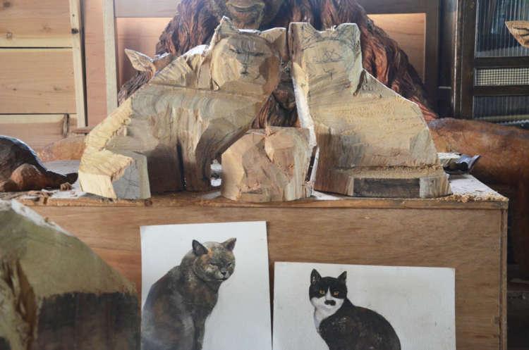 猫をまるごと彫り出す
