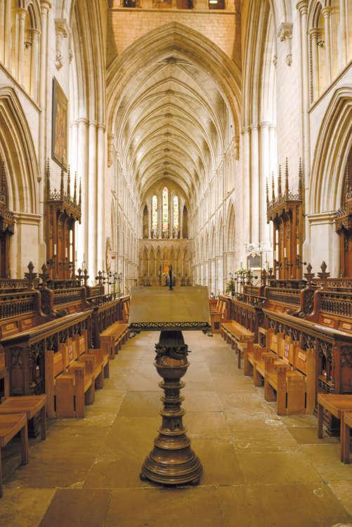荘厳な雰囲気を醸し出す大聖堂。観光客の見学も歓迎