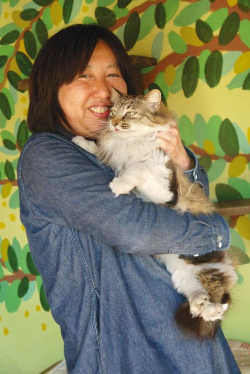 猫たちの幸せを願ってやまない貴子さんとビリー君