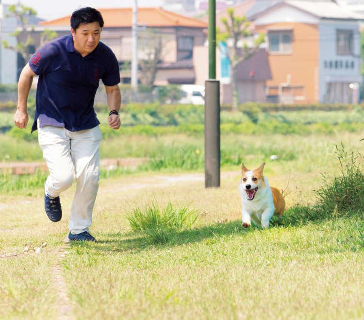 「ヨーイドン!」のかけ声で、家族と一緒に走るのが大好き。ただし、時々、昌幸さん達が「ドン!」という前に、自分で「ワン!」といってフライングで走り出すこともある。