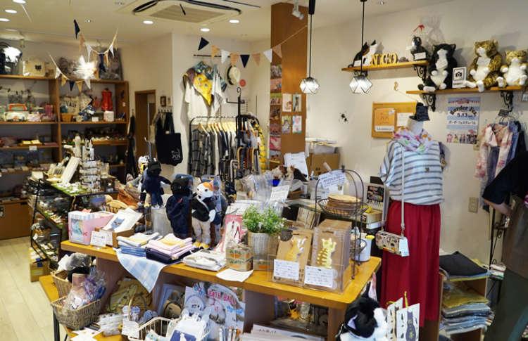 店内は国内のものから人気の北欧系まで、価格もさまざまなものがそろいます