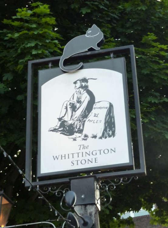 ウィッティントンの話にまつわる看板も