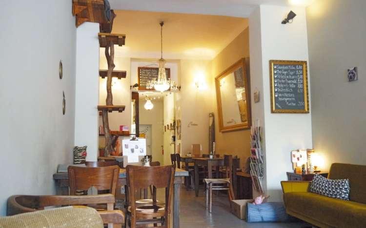 猫カフェの内装もすべてハンドメイド