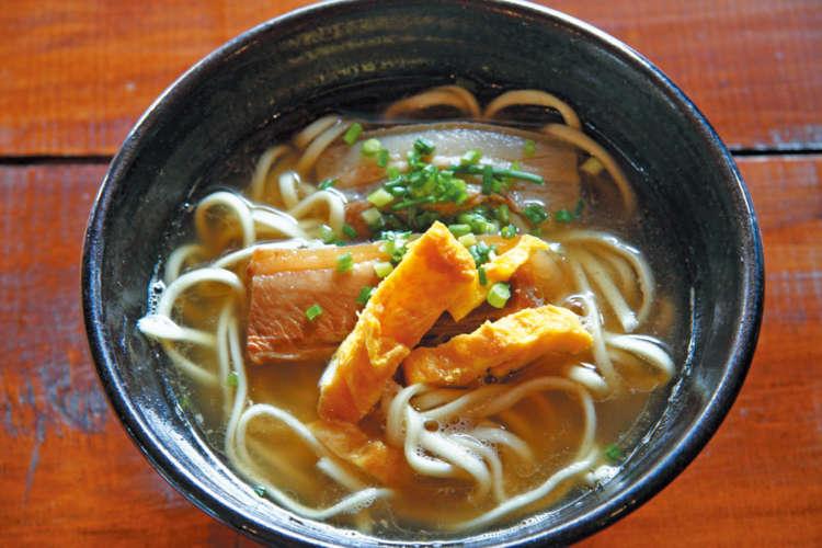 沖縄そばは出汁のお味と香りの逸品