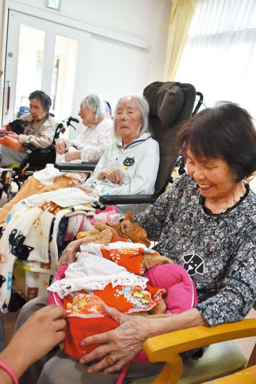 かつて猫も犬も飼っていたという入居者さん。お隣の最高齢101歳の女性も猫好き