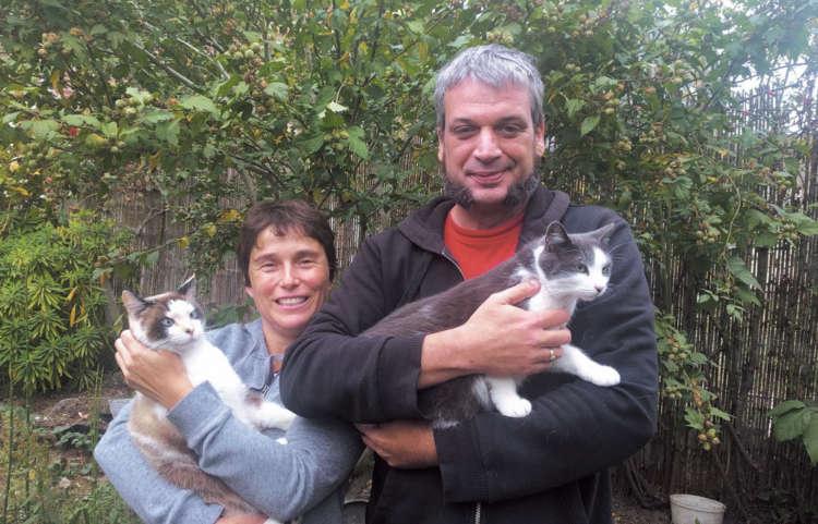 セリーヌさん&ユキちゃん(左)と、ティエリさん&シュゼットちゃん(写真提供:Dimitri Paulin)