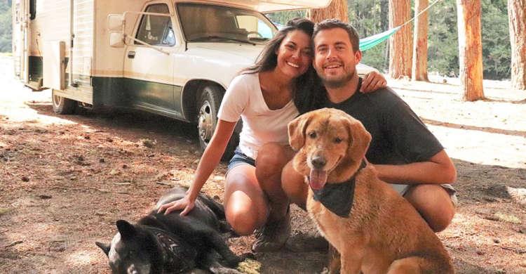 キャンピングカーで愛犬たちとアメリカ大陸を旅! 夢と自然、笑顔に包まれた写真に圧倒される♪(11枚)