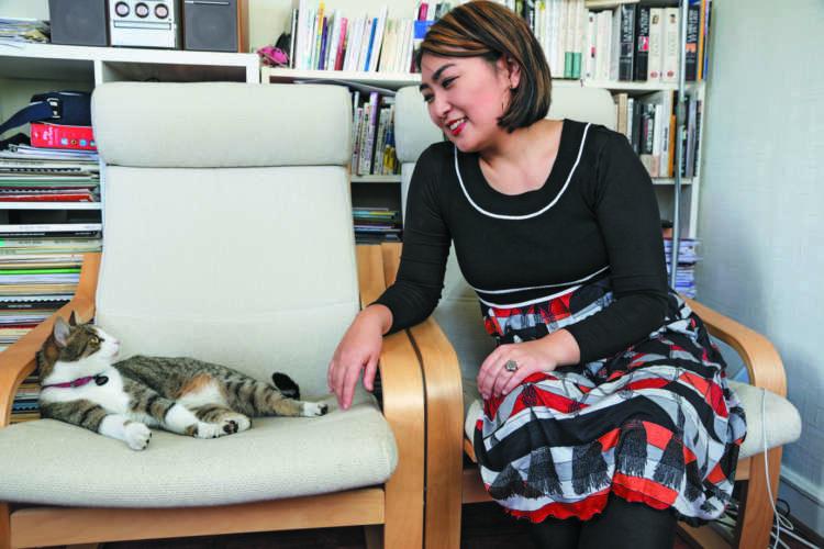 ミミと奏恵さん。コンサートなどから帰宅すると、熱烈大歓迎で奏恵さんを迎えます