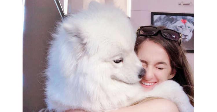 【ふたりの温もりでいっぱい】飼い主さんと愛犬の絆がつたわる、心なごむ最高の1枚。