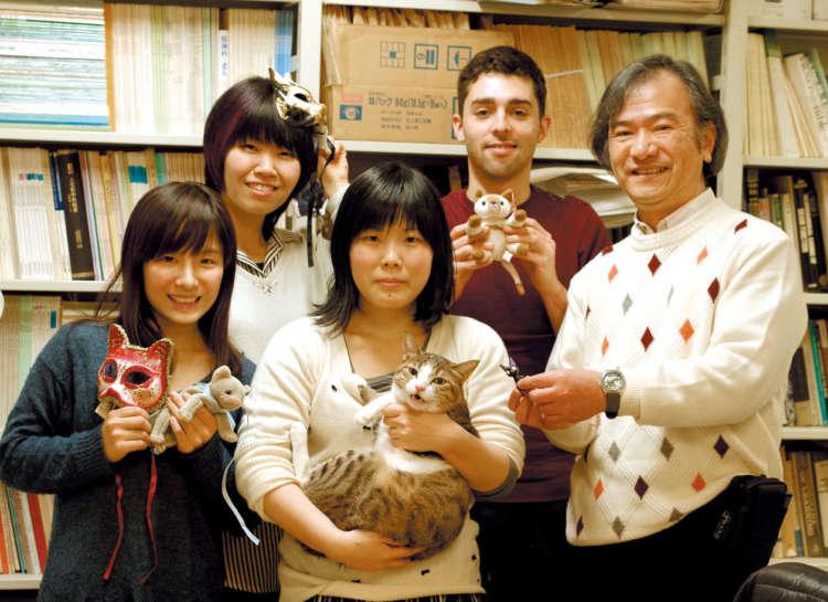CAMP-NYANのメンバー。一番右が藤田先生(写真提供・CAMP-NYAN)