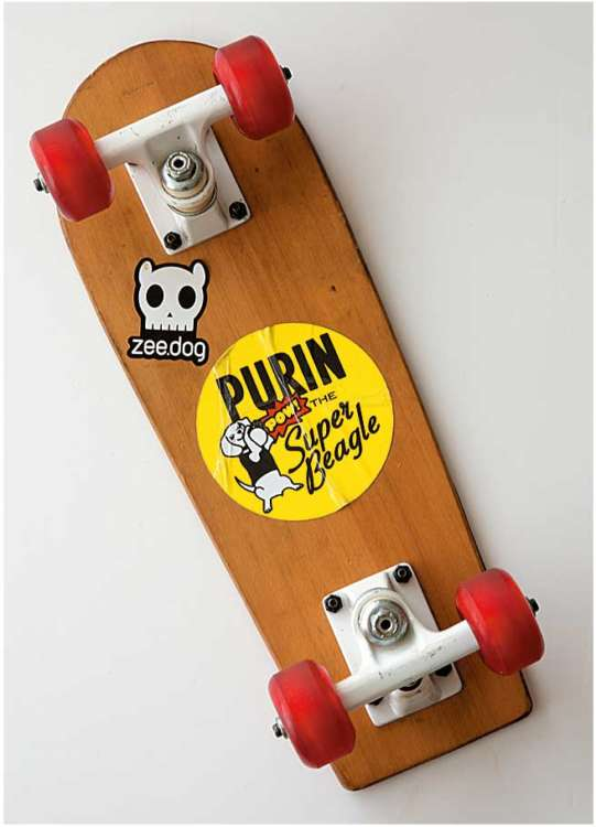 最近のお気に入り「Purin the Super Beagle」のステッカーを貼ったスケートボード