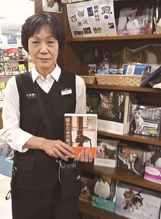 澤さんと充実の猫本コーナー