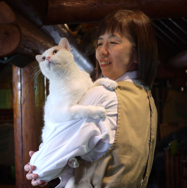 猫マスターの薫さんとたま君