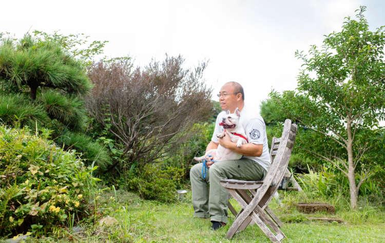 緑に囲まれた庭でグーグーと一緒にちょっと休憩
