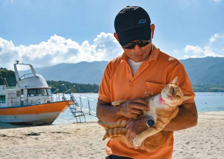 船長の愛猫はお腹マッサージされるのが大好きでウットリとした表情に