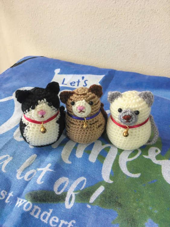 猫本のコーナーには、松永さんお手製のあみぐるみが登場することも