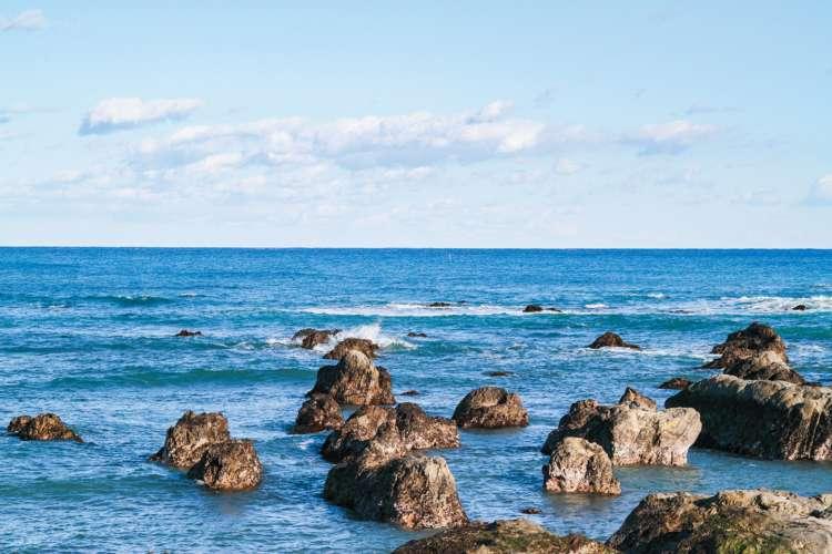 青い海と白い砂浜のコントラストが美しい瀬戸浜まで徒歩3分