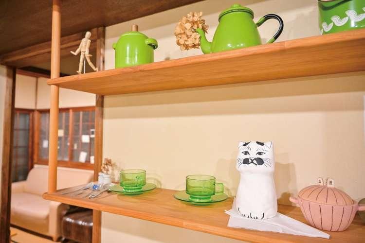 世界的アートな島で会える古民家宿の看板猫