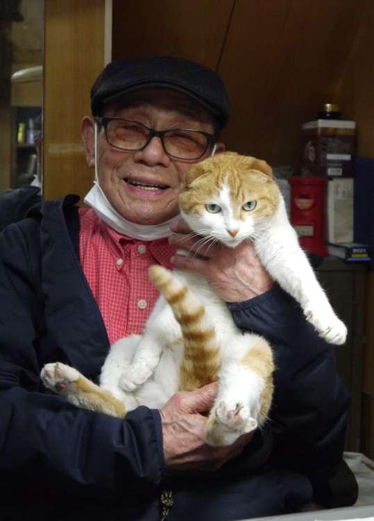 【弥生町】水道屋さんの看板猫は超甘えん坊