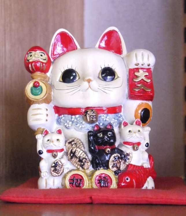 豪徳寺は招き猫発祥の地ともいわれています